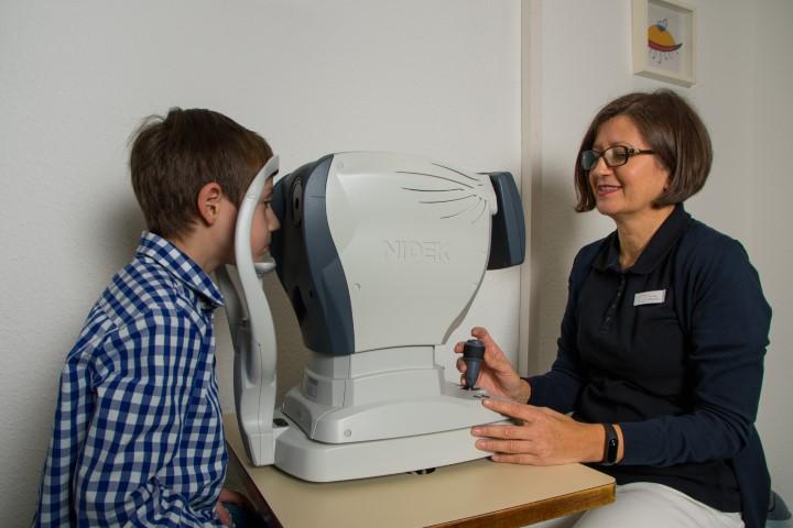 Sehschärfenuntersuchung in der Augenarztpraxis Rheydt der Vision100 Augenärzte